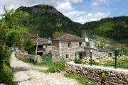 Dardha, een traditioneel dorp in de omgeving van Korça.