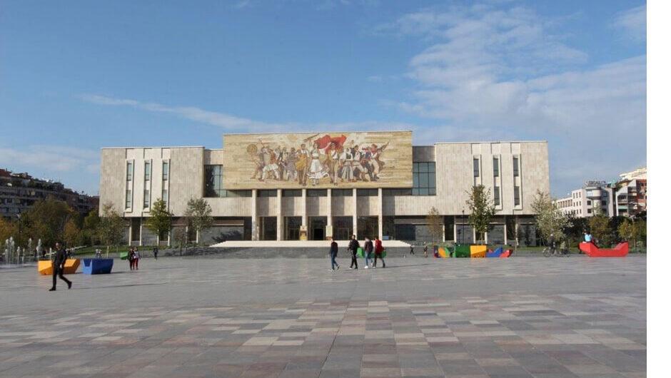 Tirana, Skanderbeg plein, Nationale Geschiedenis Museum