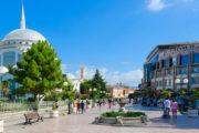 Hoofdstraat in de stad Shkodër