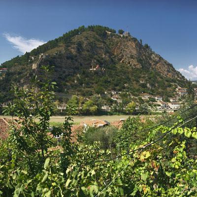 het Kasteel van Berat vanuit de verte.