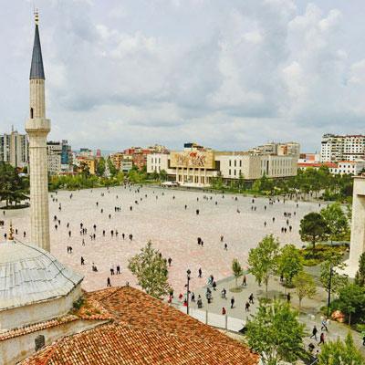 Tirana-vanuit-de-klokkentoren-400