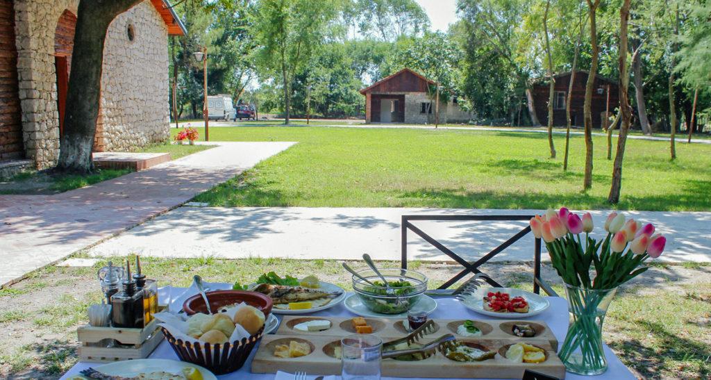 jachthotel-eten in de tuin